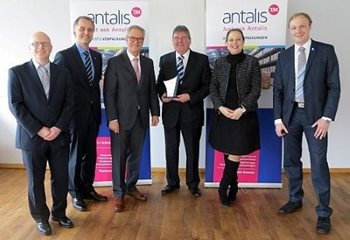 Peter Wylie of Automated Packaging Systems UK receiving the Supplier of the Year Award